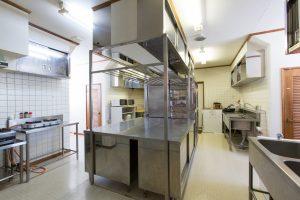 Snowgum-Lodge-Kitchen-min